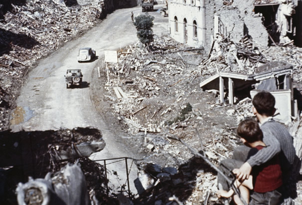 Original image: http://www.history.com/photos/world-war-ii-damage-and-destruction/photo2